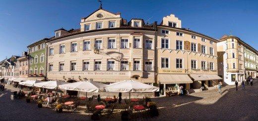 Rundansicht Hotelfront Posthotel Kolberbräu