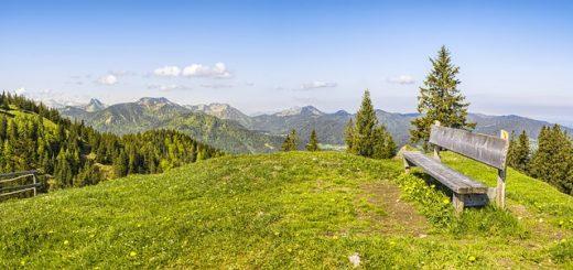Wandern in den Bergen: Auch Jakobsweg geht durch das Tölzer Land.